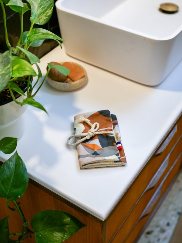 Pochette à savon en coton enduit, coloris Marron Oiseau - Trinquette Artisanat