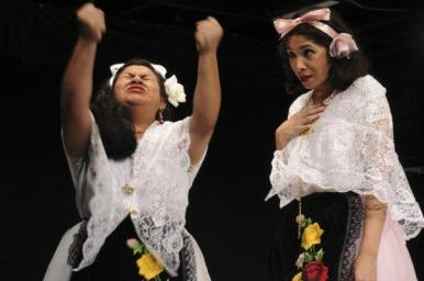 Como Rita en Rosalba y los Llaveros, de Emilio Carballido, bajo la dirección de Alberto Lomnitz. Compañía Titular de Teatro de la UV-ORTEUV. Cortesía de la actriz.