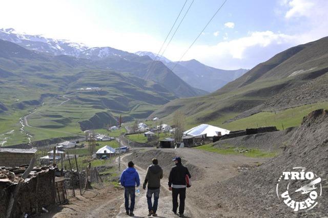 Azerbaiyan_Xinaliq_trio_viajero