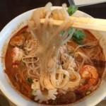 タイ料理、バンセーン アロイチンチンで、エビのトムヤンクンラーメンを頂く‼︎
