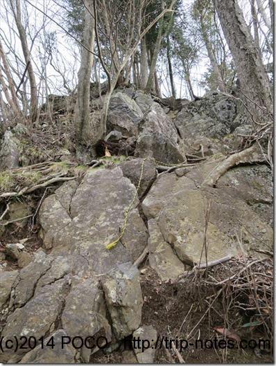 蕨山への岩場