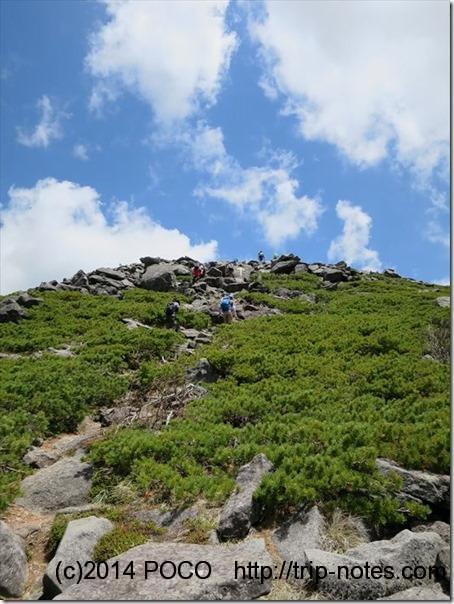 編笠山山頂手前の岩場