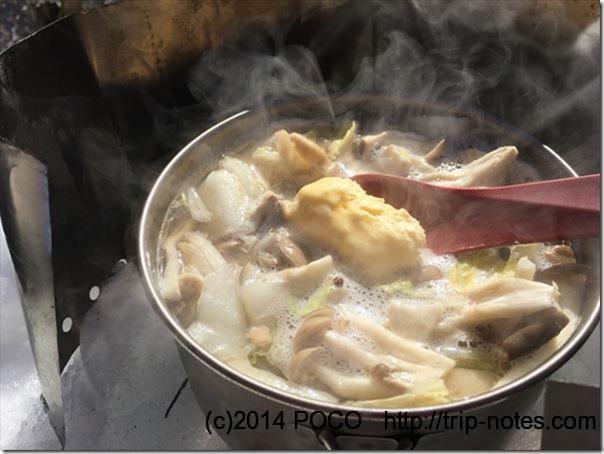 きのこと鮭の鍋(バターしょうゆ味)作り方