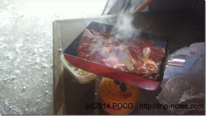 大山頂上避難小屋で焼き肉
