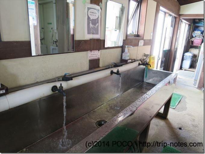 雷鳥沢野営管理所の水場