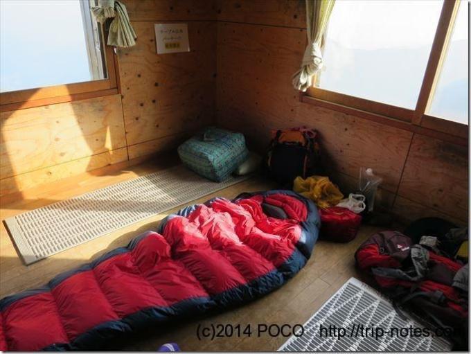 谷川岳肩の小屋寝室