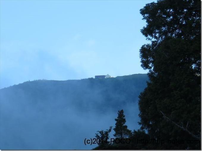 柏原新道から見える種池山荘