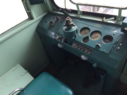 レールバスの運転席