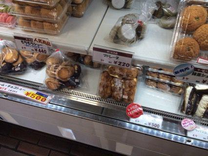 ヨネザワ製菓のシュークリーム直売店