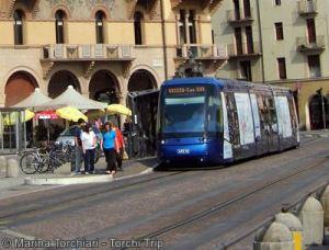 De Francia a Italia - El Tram en la parada de Prato Della Valle
