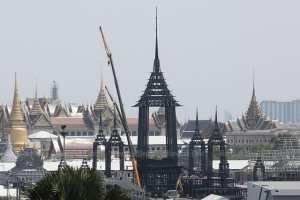 Строительные работы по королевскому крематорию на похоронах покойного короля Бхумибола Адульядея в парке Санам Луанг неуклонно прогрессируют 25 апреля.