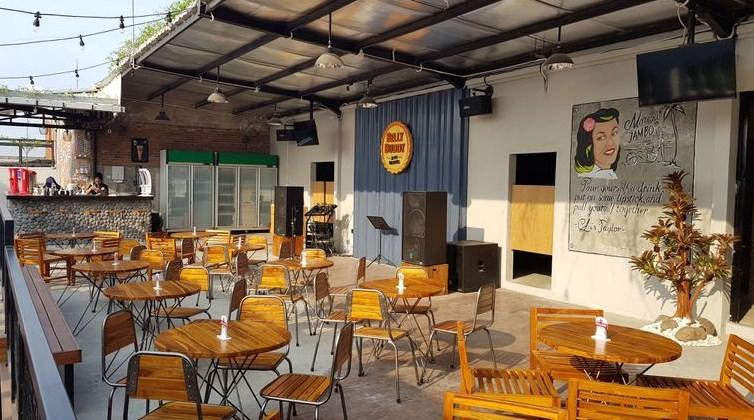 tempat nongkrong live music di surabaya