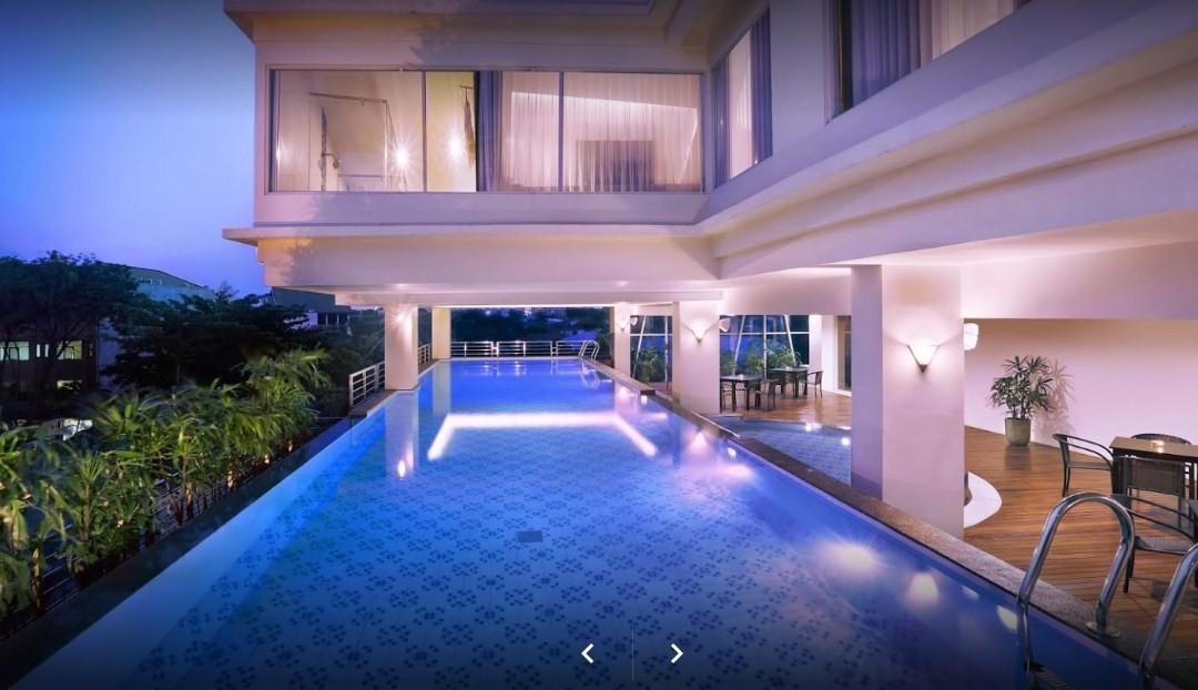 hotel dengan kolam renang cantik di surabaya