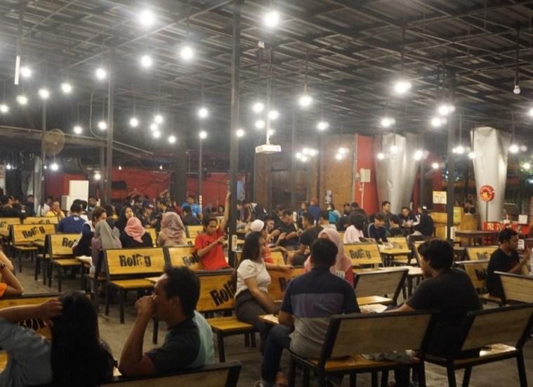 cafe live music di surabaya