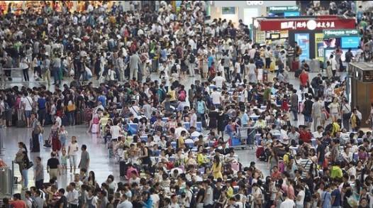 Jelaskan dampak positif dan negatif besarnya jumlah penduduk di Benua Asia dalam bidang ekonomi!