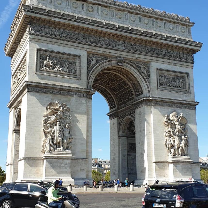 6 Destinasi Menarik di Kota Cinta, Paris, Arc de