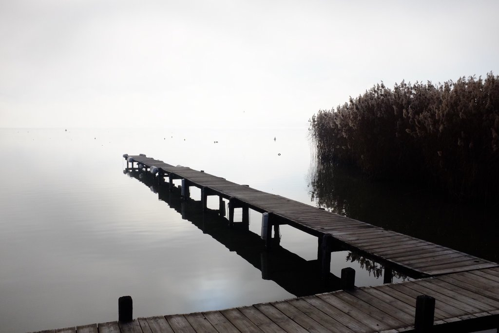 Atmospheric jetty at the lake Annecy