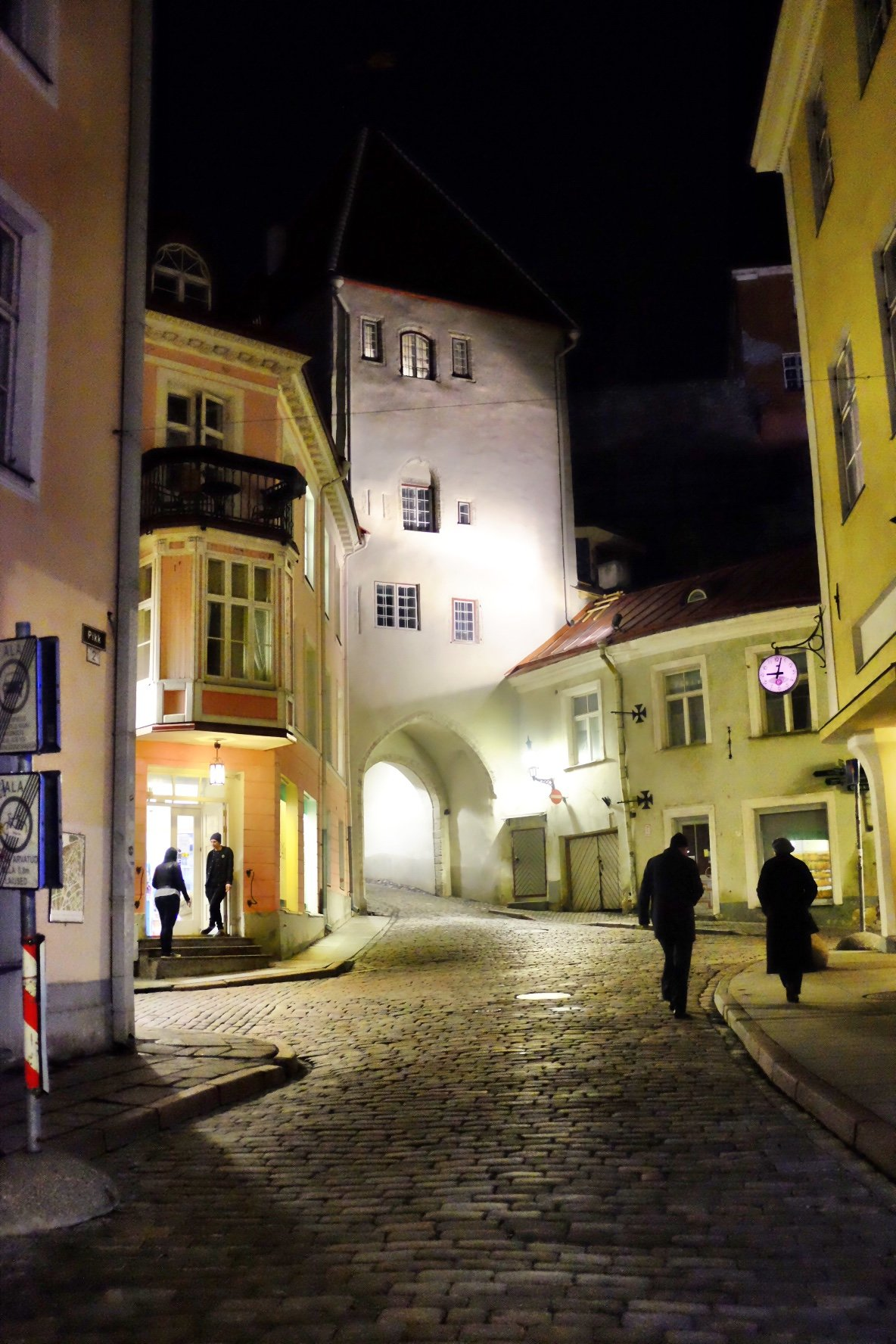 Tallinn by night