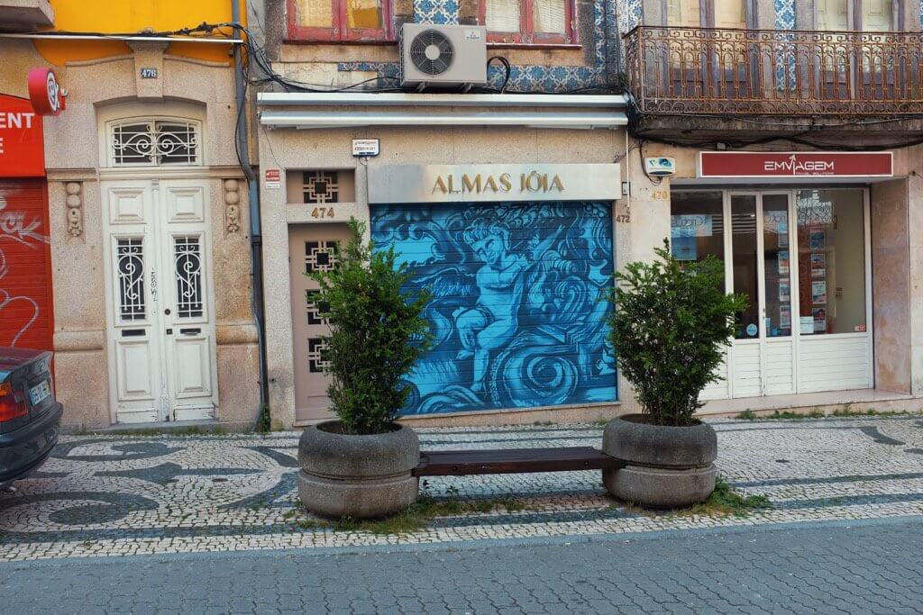 Three days in Porto . Blue street art