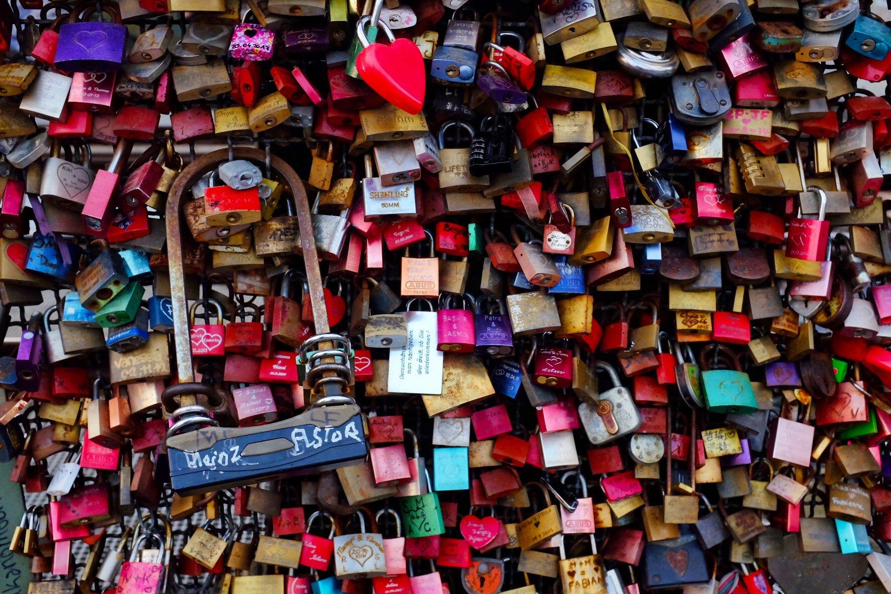 huge lovelock lock Köln Cologne Gallery Trip Gourmets