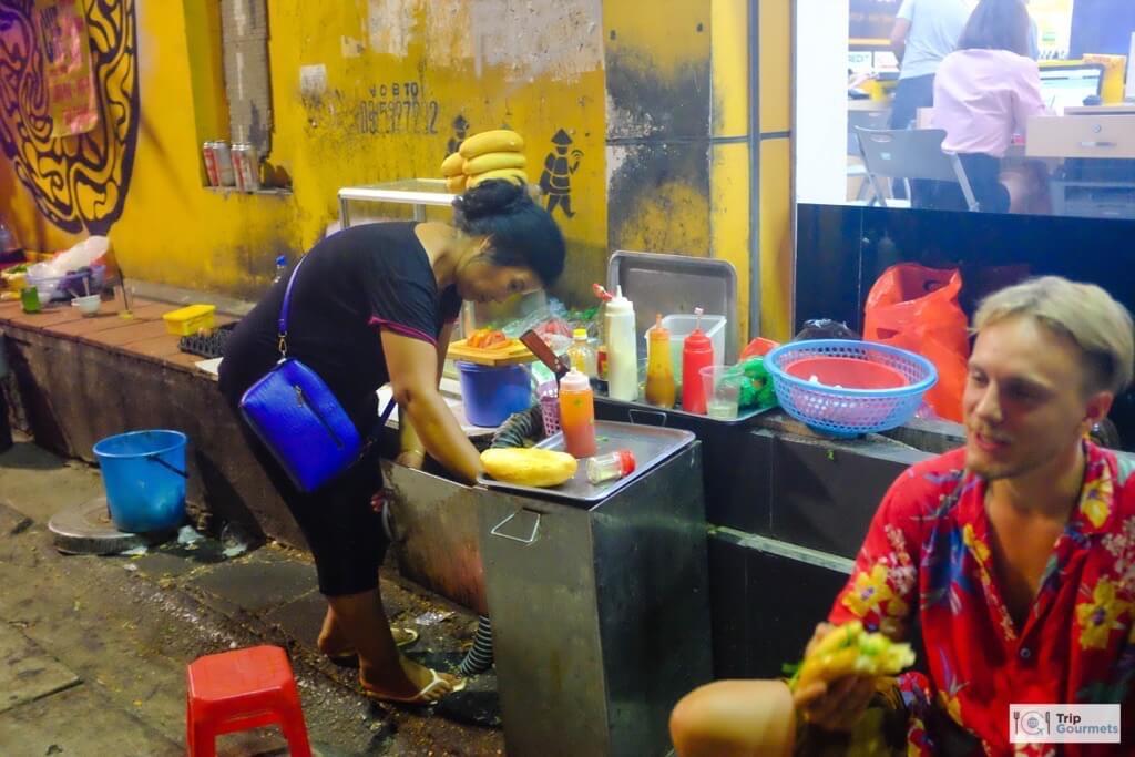 Food in Hanoi Old Quarter banh mi streetfood seller