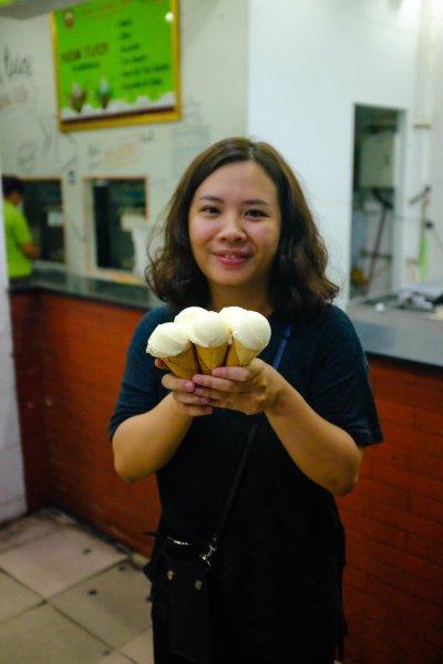 Food in Hanoi Old Quarter Klaunie ice cream