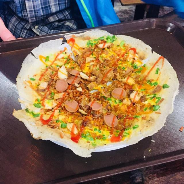 Have you ever tried a vietnamese Pizza? Its called Banhhellip