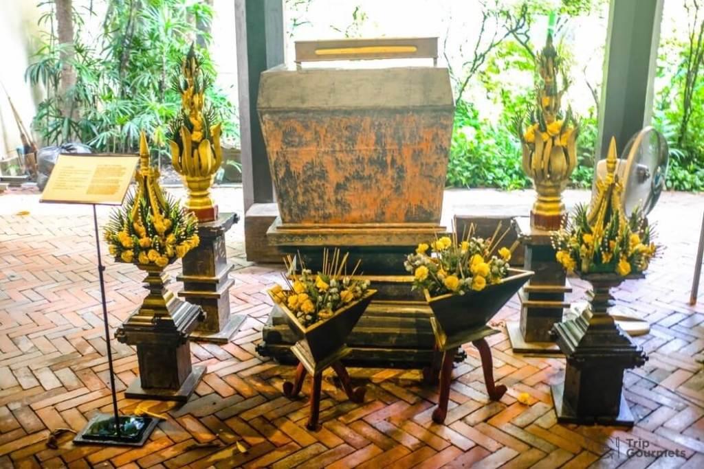 Kamthieng House Sukhumvit Bangkok traditional Lanna building scripture chest tu phra tham