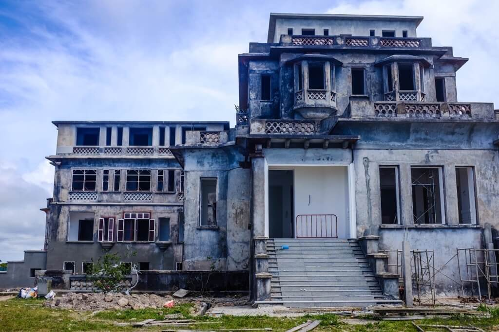 Things to do in Kampot cambodia old ruins Bokor Palace Hotel