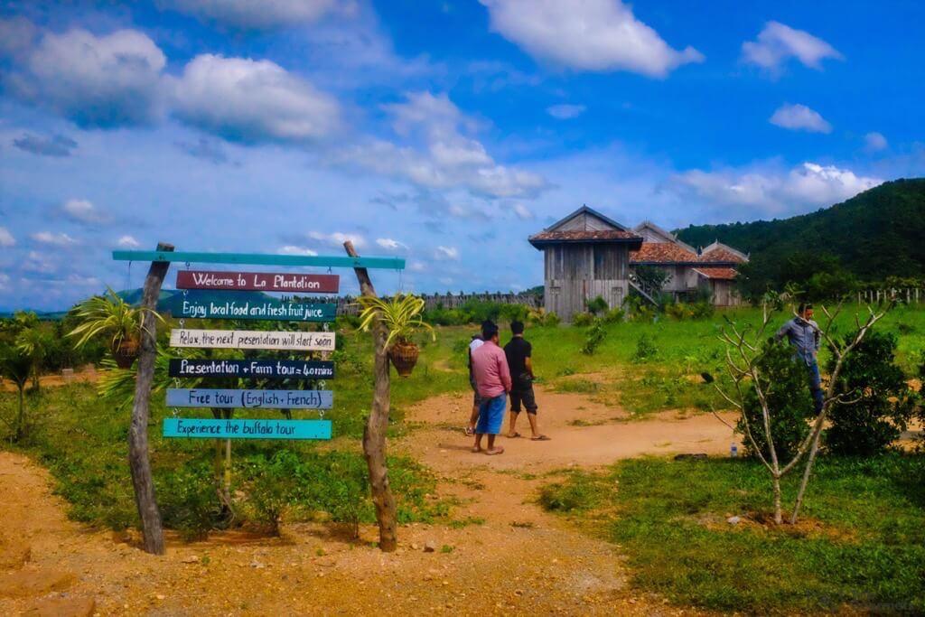 Things to do in Kampot cambodia La Plantation Streetsign