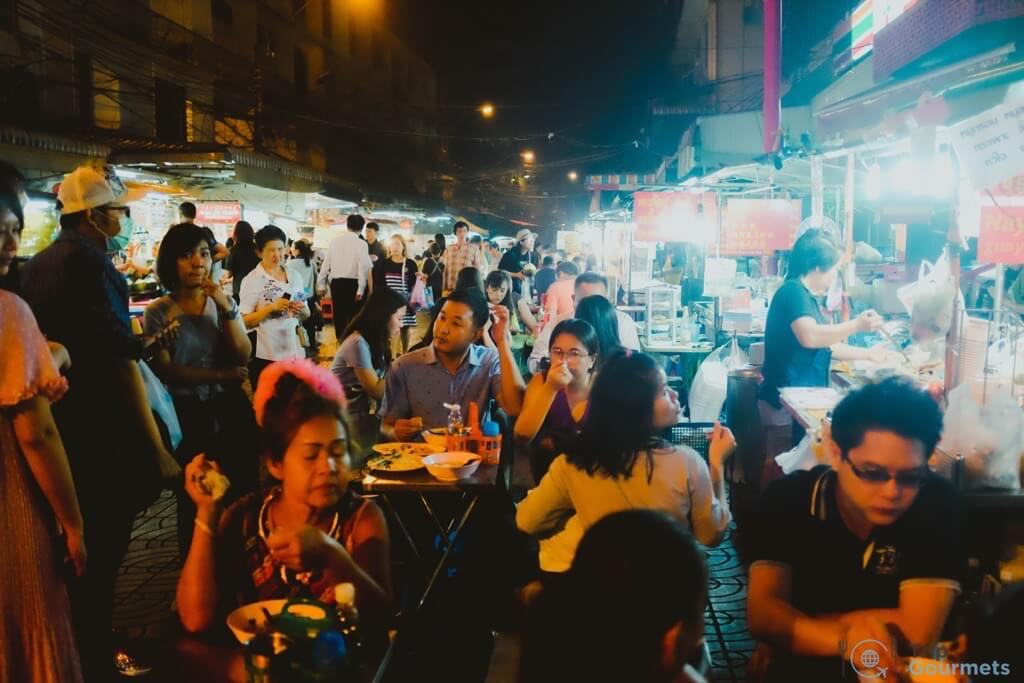 Best Markets in Bangkok Yaowarat street food scene people sitting tables