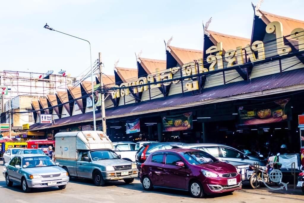 Market tour in Chiang Mai Bumrung Buri market