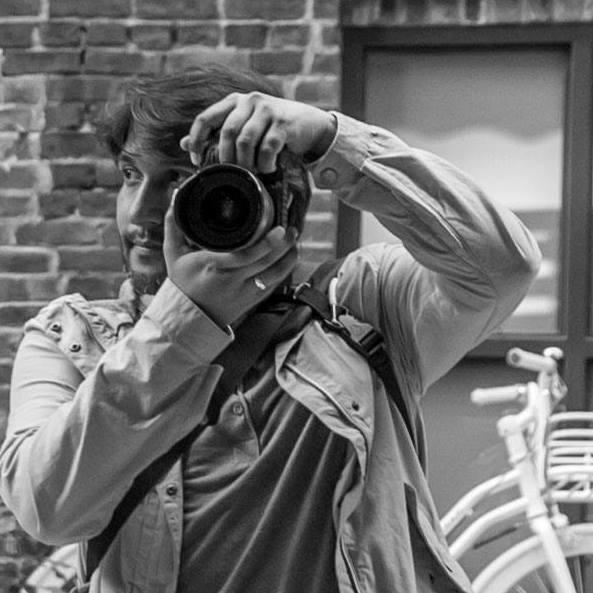 Ricardo Ruiz fotografiando sus viajes