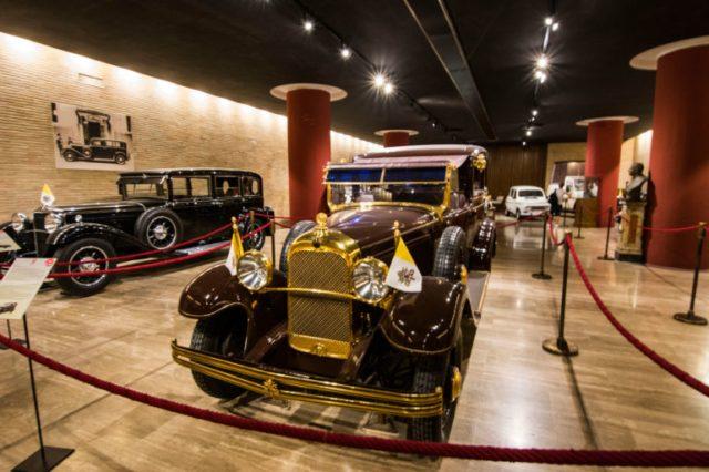 Galería de autos papales