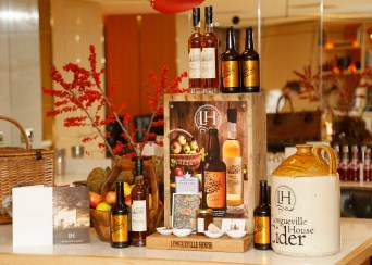 no fee if The River Lee mentioned in caption The River Lee Unveils their Local Taste Toddies on the Terrace Menu at The River Lee's Local Taste Toddies on the Terrace event -photo Kieran Harnett The River Lee Hotel showcase their special Local Taste Toddies on the Terrace menu to be enjoyed during the Christmas and Winter season, which brings together the best local artisan product offerings across food and drink. Visit The River Lee to enjoy Toddies on the Terrace this winter season. For further information, please contact Donna Parsons, Edelman: Email: Donna.Parsons@edelman.com Phone: 01 678 9333| 087 650 1468