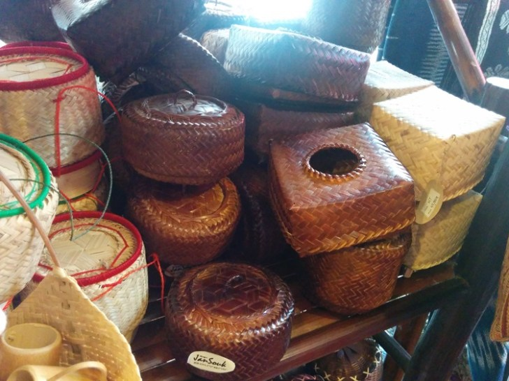 5・ラオスと言ったら竹細工!竹を編んで作った「ティップカオ」
