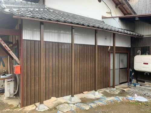 下屋根支え柱施工完了