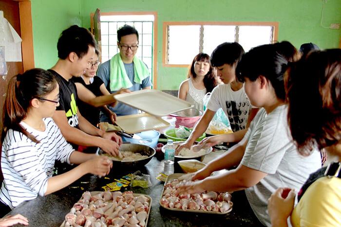 孤兒院活動 - 準備午餐