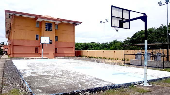 CELI籃球場, 藍球框, Big Foot