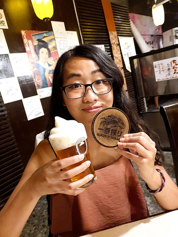 今天來介紹宿霧一間好吃的日本料理,Matsunoya【松之家】,地點靠近J Centre Mall旁,有著像是小日本的裝潢,餐廳環境很不錯,食材也很新鮮,必點的有生魚片, 握壽司, 炸雞, 烤物, 餃子, 還有名叫Frozen Awa Kirin Ichiban 的便便造型啤酒,看更多餐廳菜單資訊...
