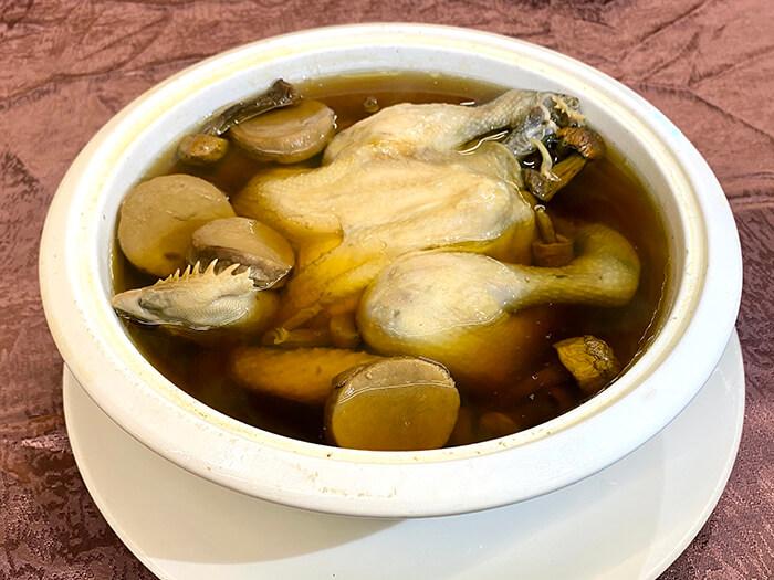 巴西蘑菇燉全雞,饕客棧