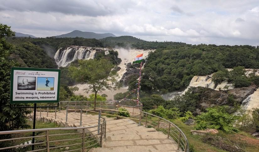 a way to enter Shivanasamudra Waterfalls