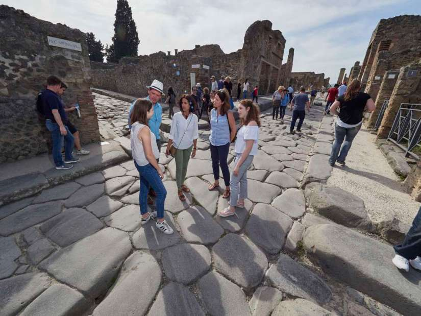 parents and kids are discussing at Pompeii ruin