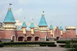 The entrance to Wonderland Amusement Park.