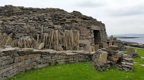 MIDHOWE CHAMBERED CAIRN: 3500 BC : Oldest Buildings In The World