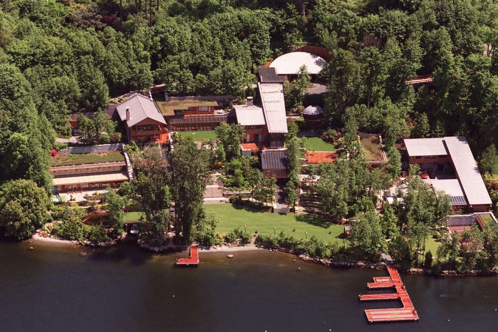 Bill Gates' House: The Microsoft Mansion's High-Security Detail Safest Houses