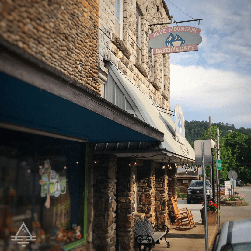 Front of the Blue Mountain Bakery and Cafe near the Buffalo River