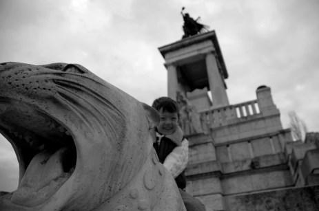 D riding the cat, Kossuth mausoleum