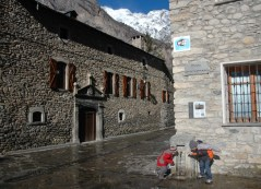 d and g at water fountain, benasque