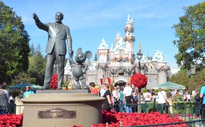 Disneyland Holidays Castle and Walt
